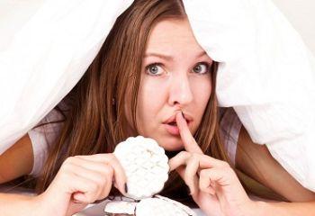 Плохой сон не только мешает похудеть, но и провоцирует зажоры