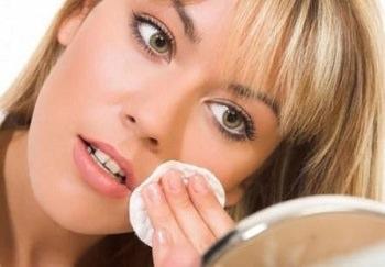 гормональные прыщи тоже можно лечить едой - она меняет гормональный фон