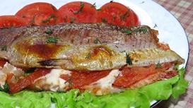 Форель фаршированная томатами