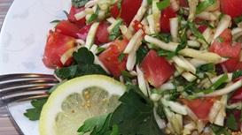 Салат из томатов с щавелем